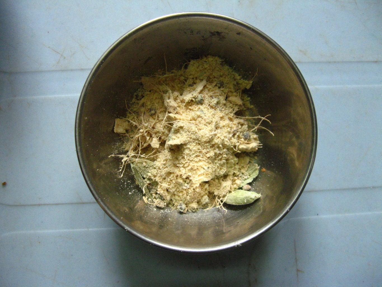 Make Dry Ginger and Cardamom Powder