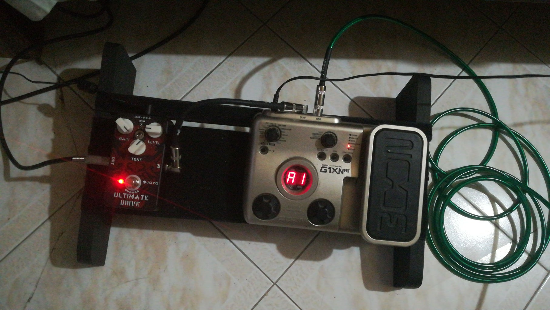 Guitar Pocket Amplifier Pedal and Pedalboard