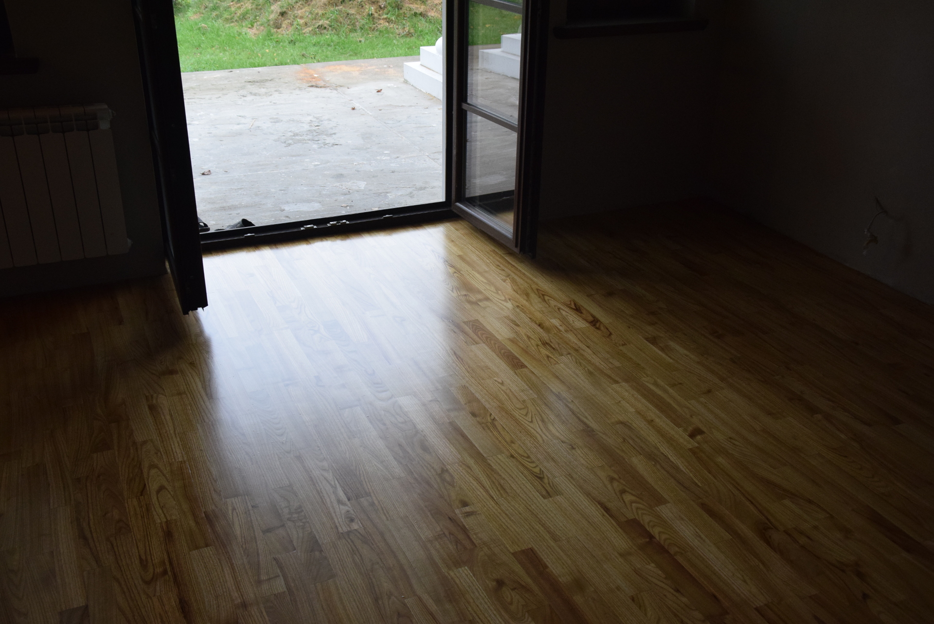 Picture of Perfectly Smooth and Breathtaking Wooden Floor (how to Put a Laquer)