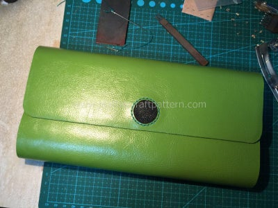 Thin the Edge of Inlay Leather and Sew It On.