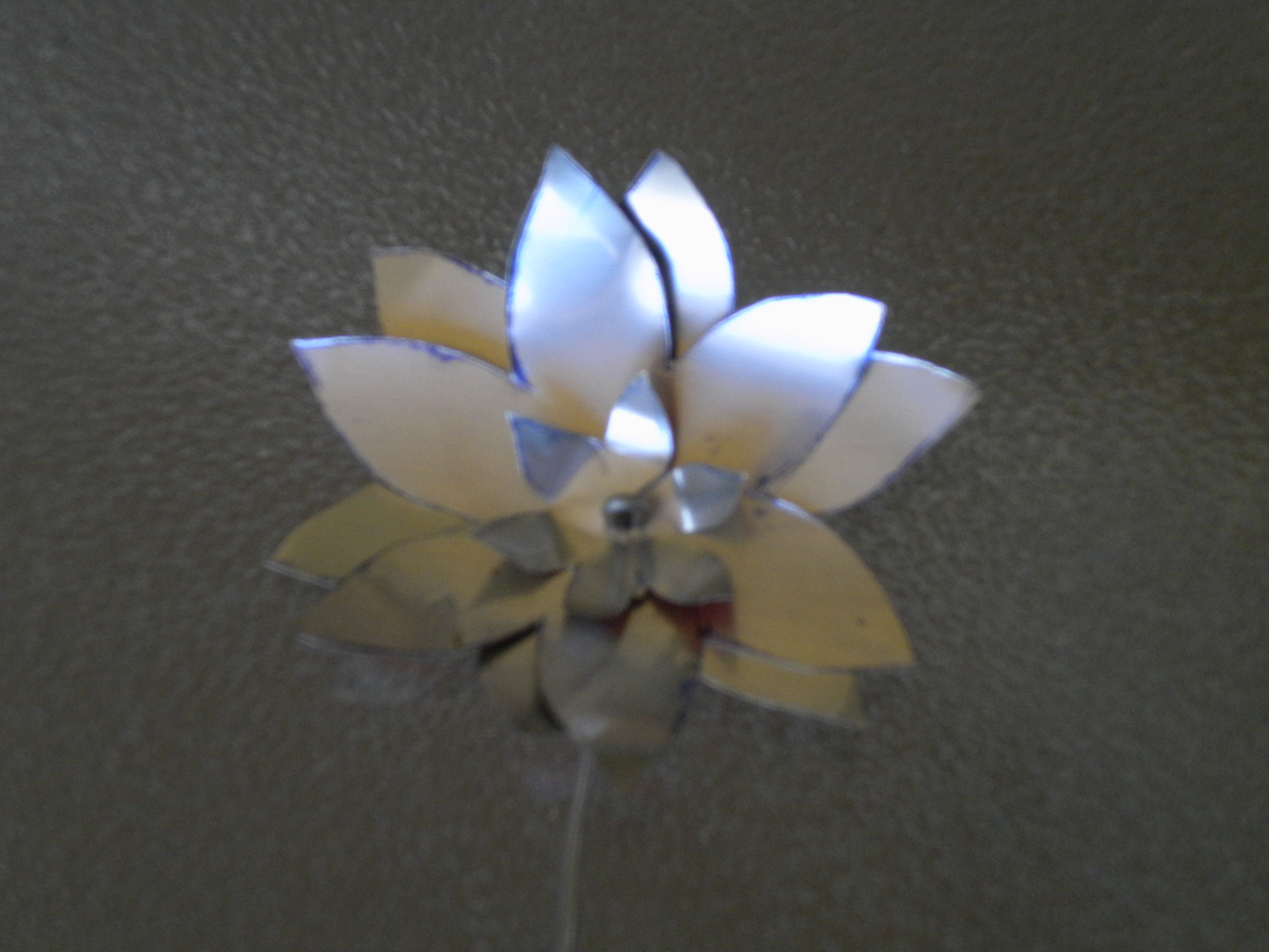 Make a flower out of Aluminum (soda can)