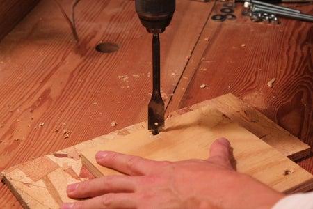 Perforando Los Agujeros Para Los Pernos