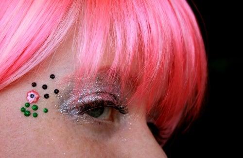 Body Jewelry Using Puff Paint
