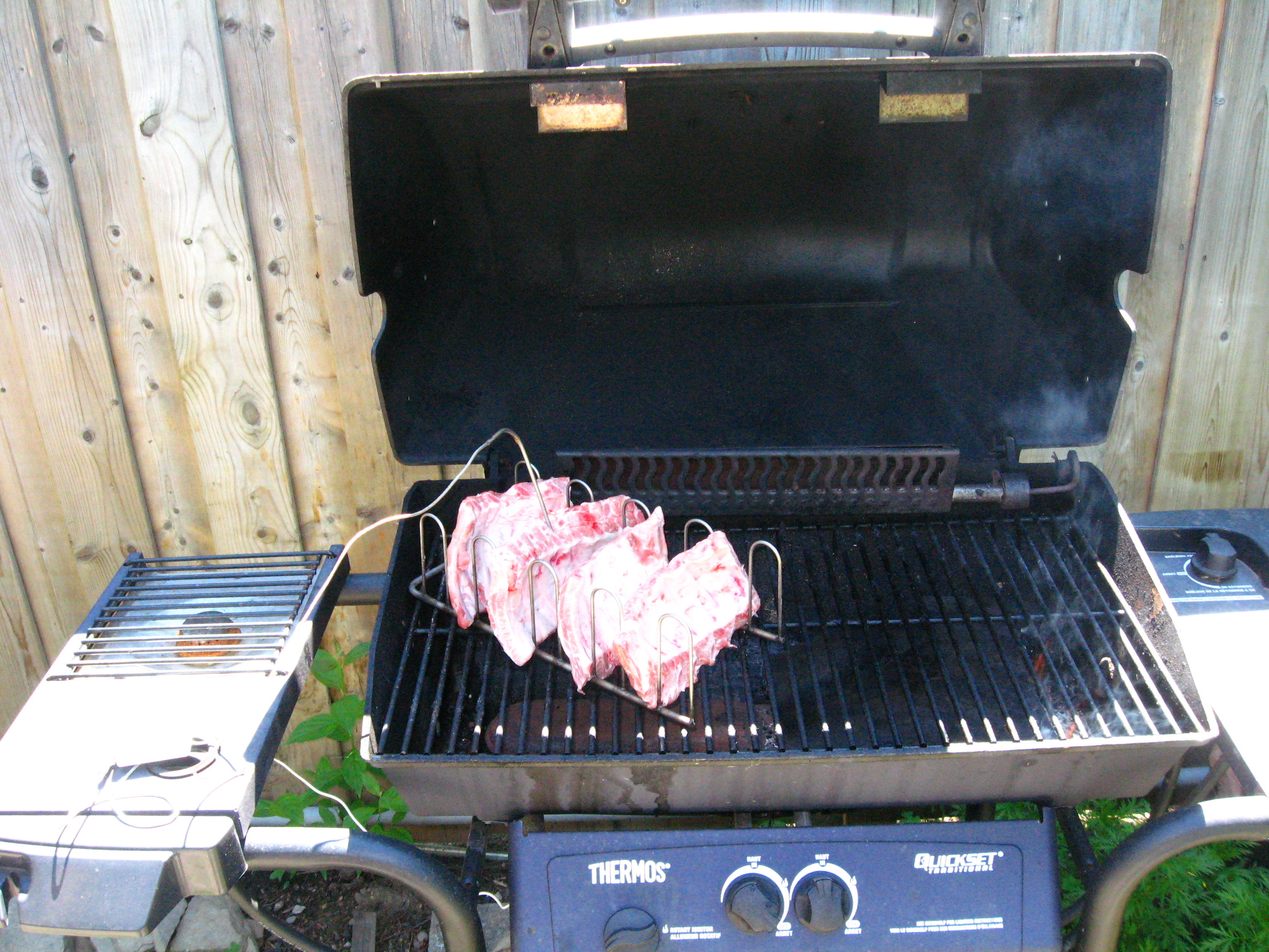 Be a BBQ Hero - slow cooking, smoking, heat shields and sauce bars