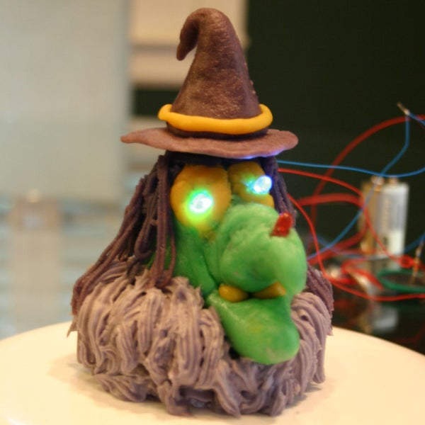 Blumcaw Cupcake (Blinking, LED, Ultrasonic, Motorized, Cackling, Arduino, Witch) With 3d Printed Parts