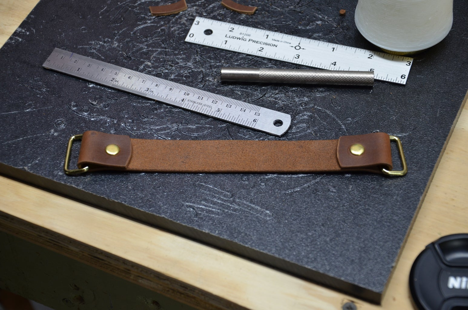 Step 12: Attaching Straps and Making the Top Handle