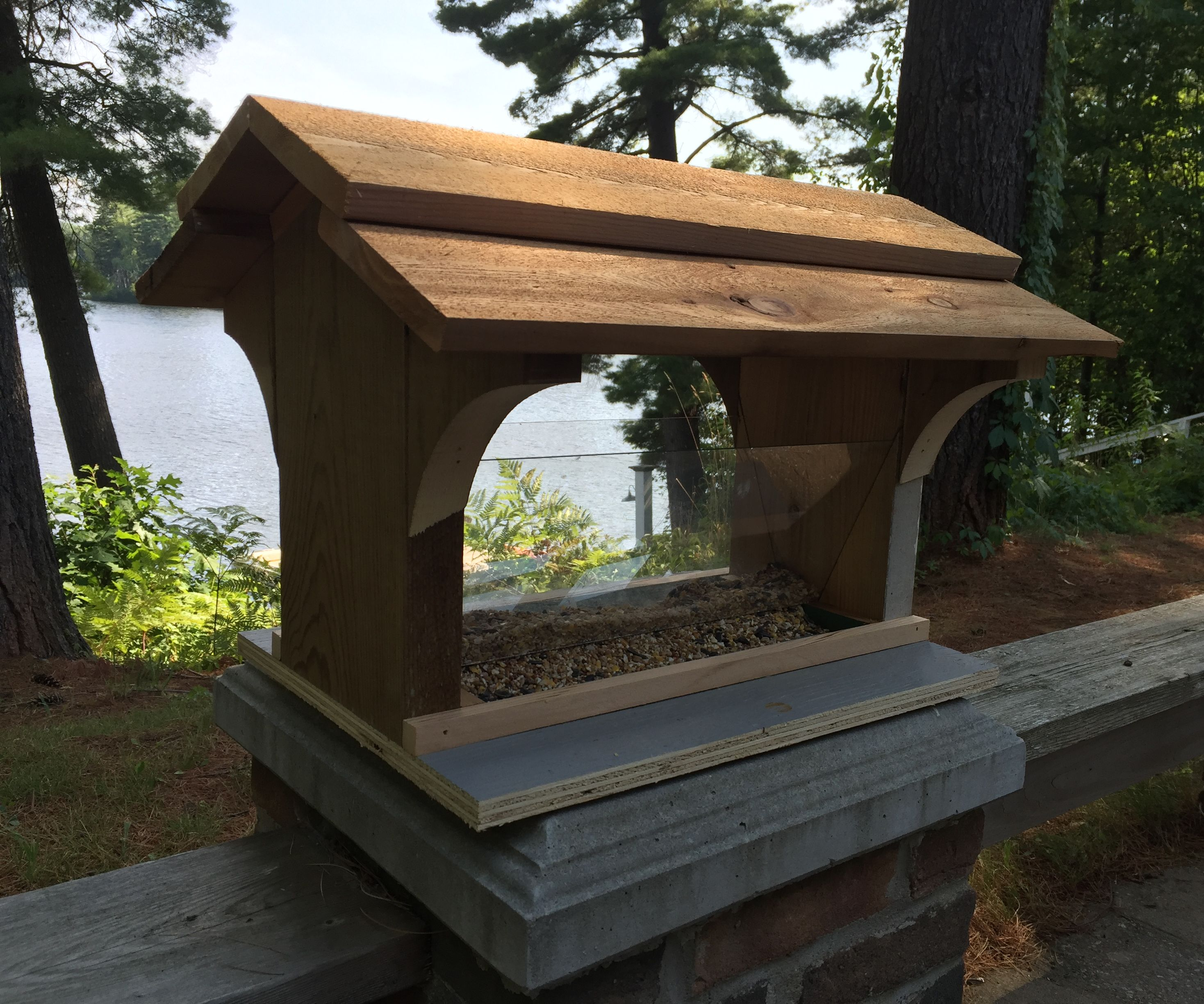 Cottage-ready Bird Feeder