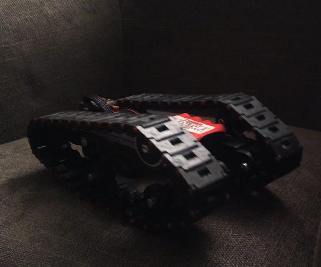 Servo driven tracked rover w/suspensions (self tightning belts)