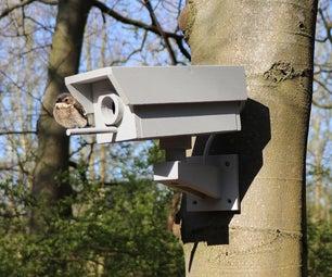 假安安全摄像机鸟舍由Scrapwood制成