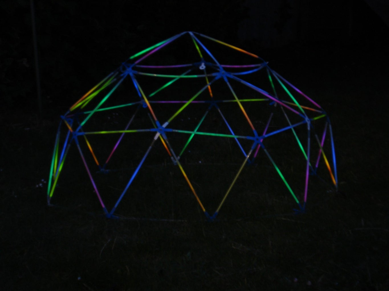 Glowing Geodesic Dome With Strawbees