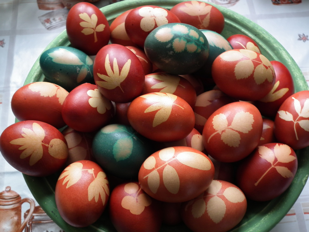 onion skin dyed eggs my way