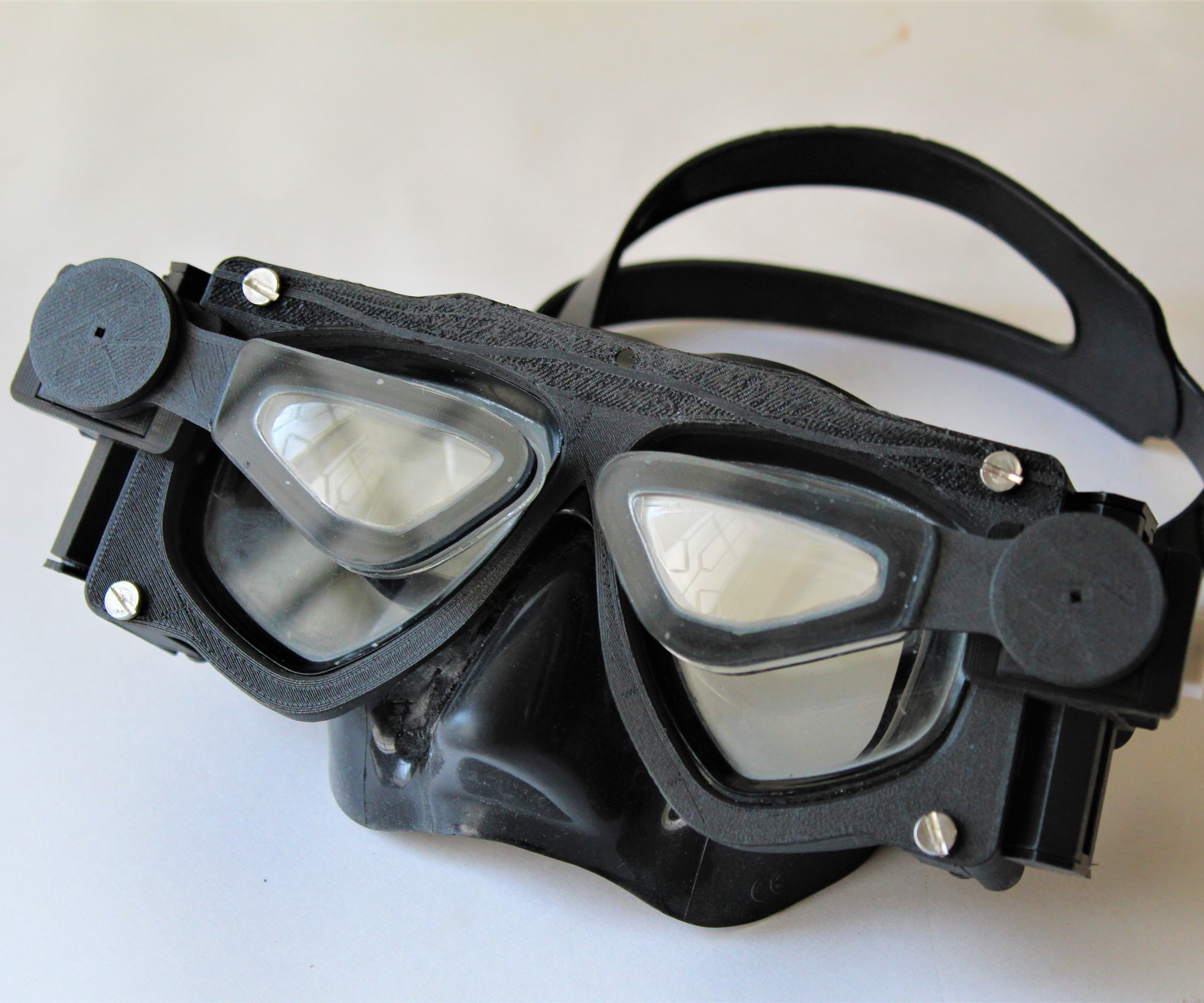 Diving Mask With Custom Add-on Lenses (V2.0) Made Using Photogrammetry