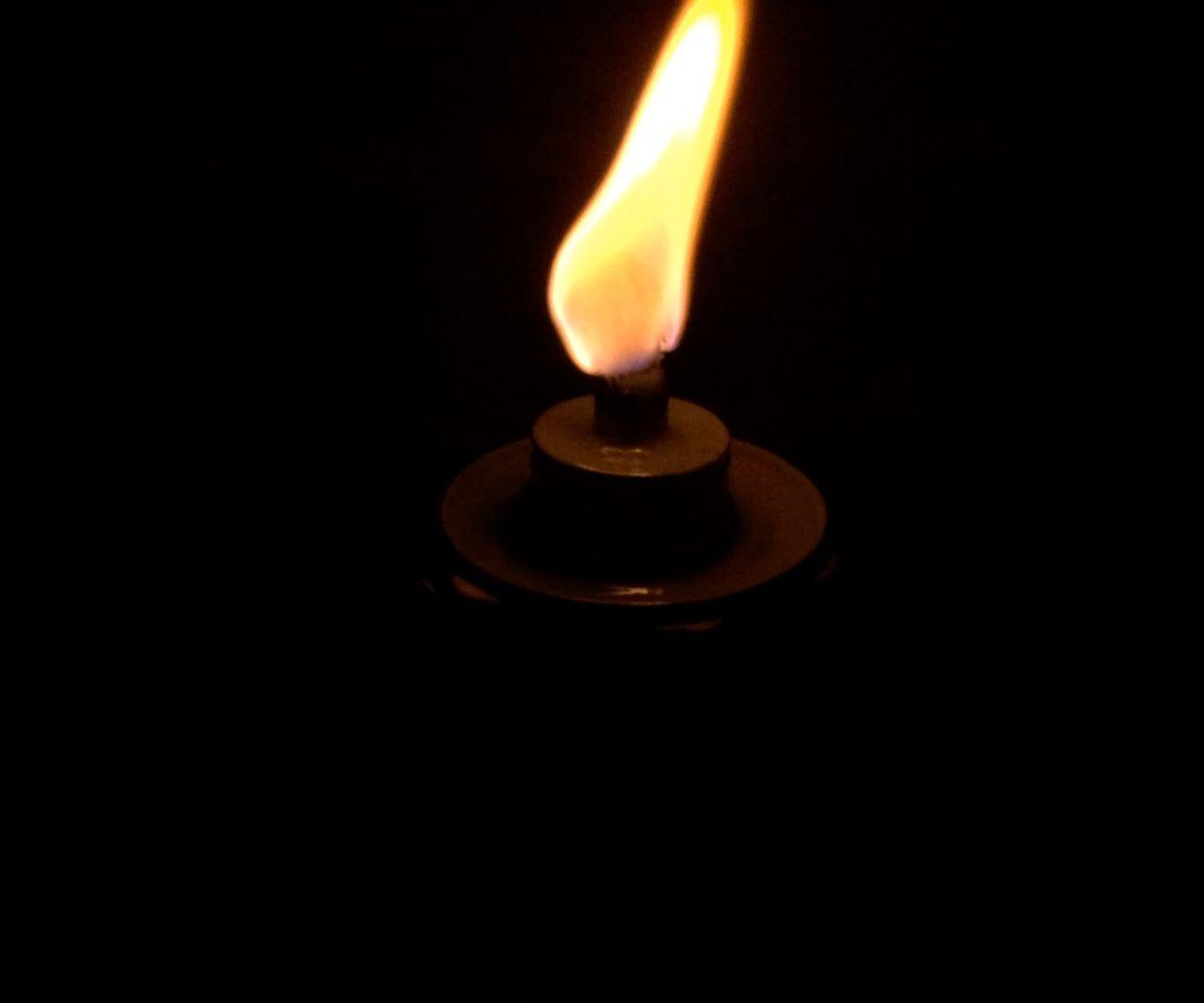Cheap Ways to Keep a Tiki Torch Burning