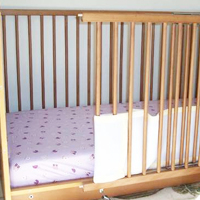 Side-Accessible Crib