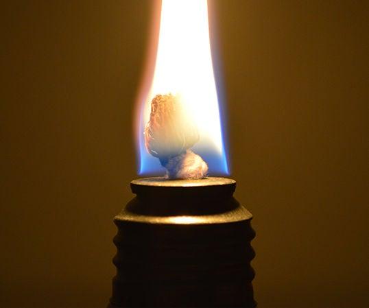 How to Make a Light Bulb Oil Lamp