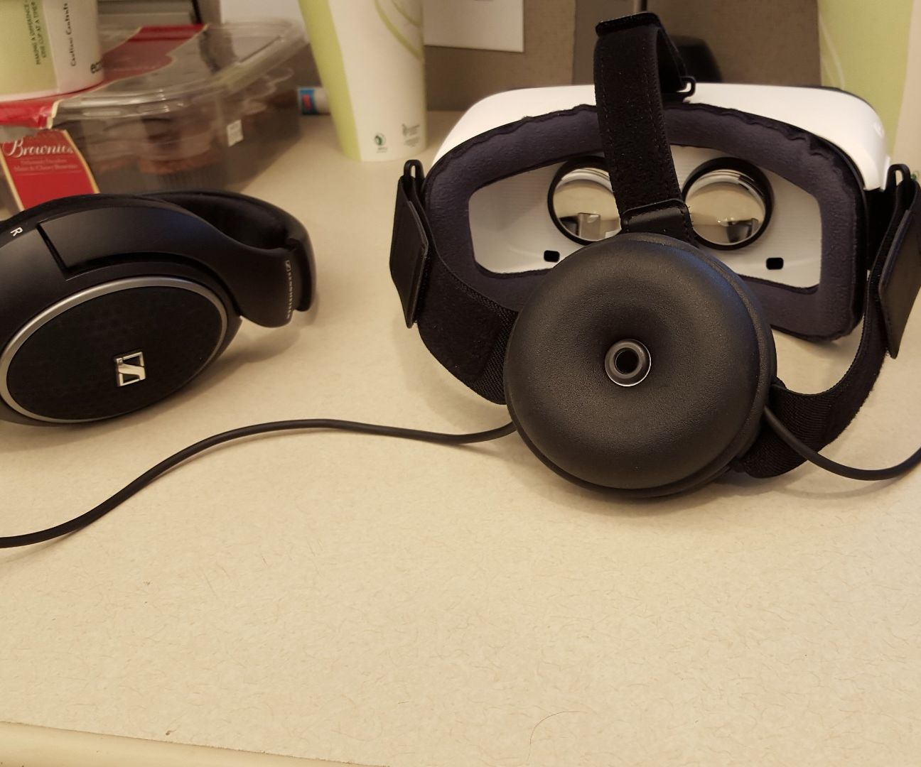 Samsung Gear VR - Head-mounted Cable Management