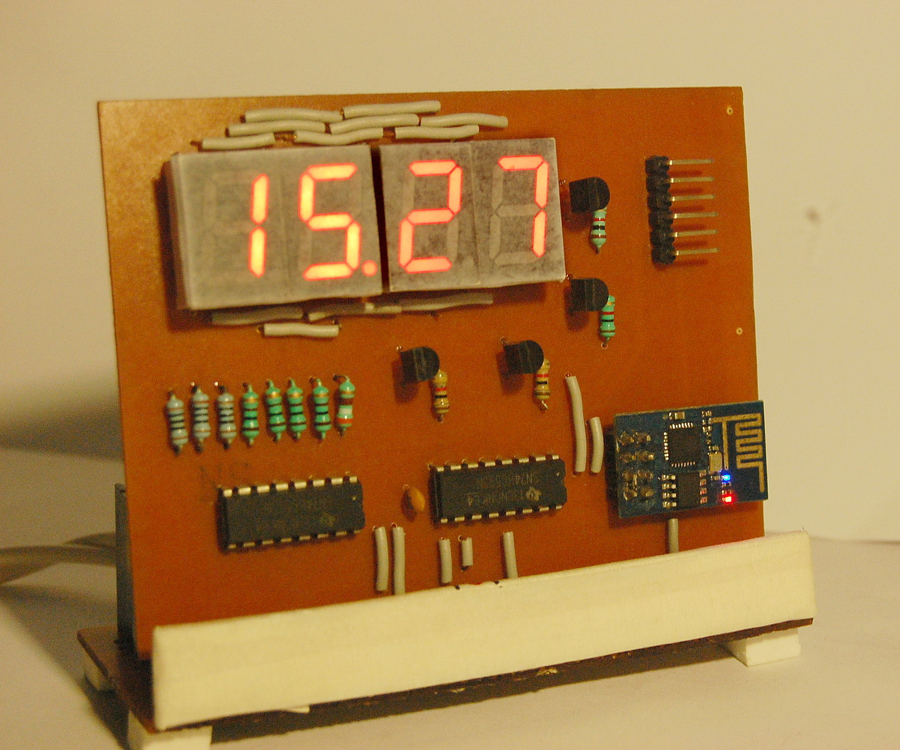 ESP8266 Desktop Clock (WiFi Synchronised!)