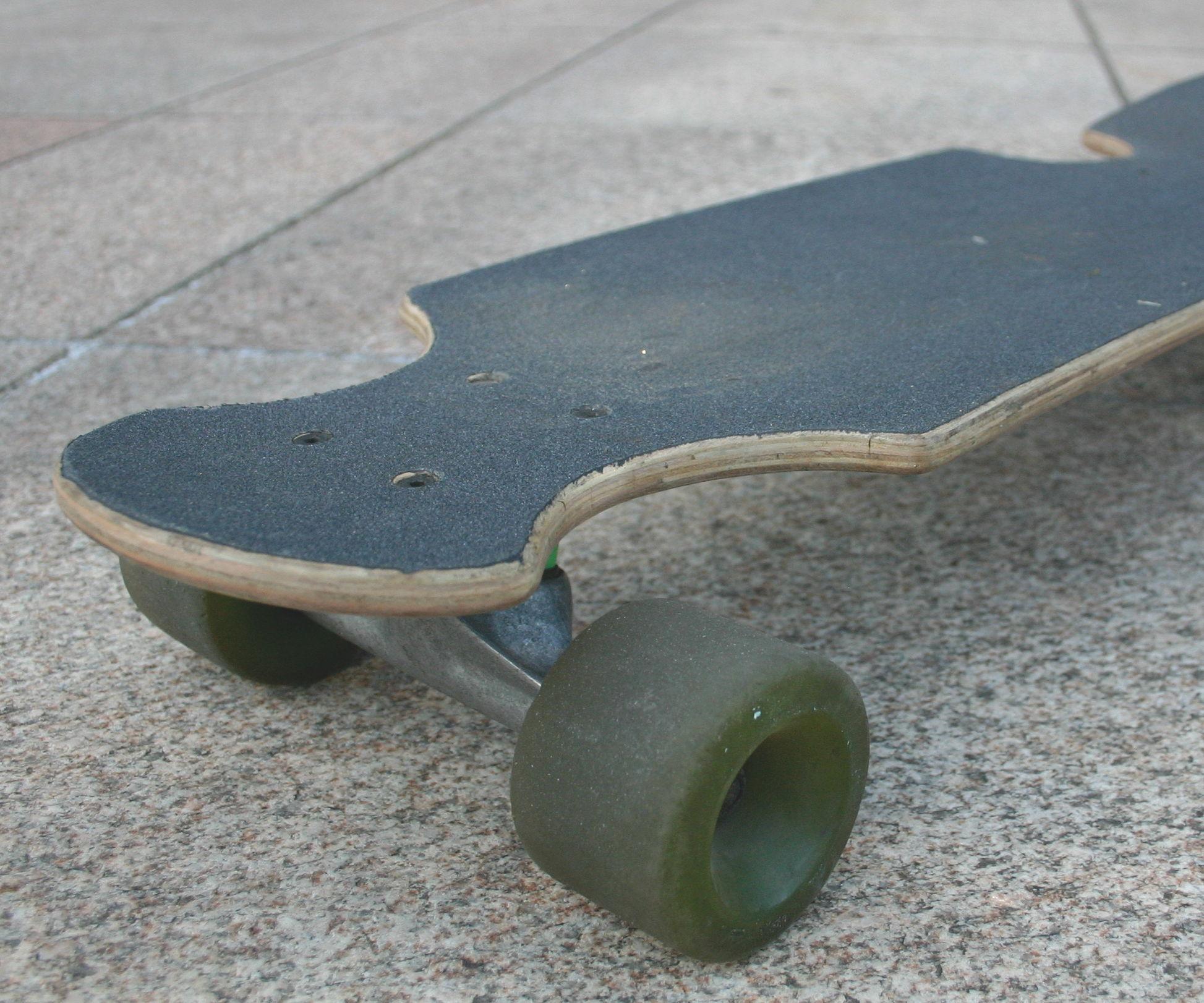Make a Mini-cruiser board from an old Skateboard