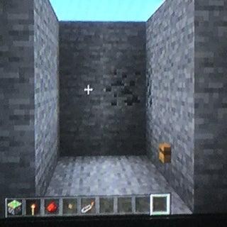Easy, COMPLETELY Hidden Minecraft Piston Door
