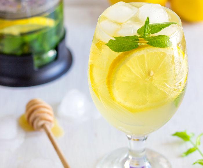 Fresh Mint and Lemon Iced Tea