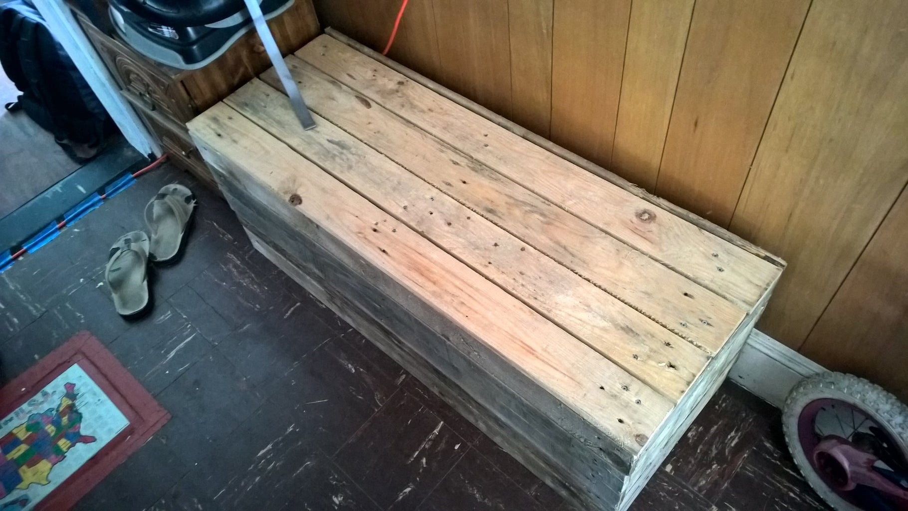 Recycled Pallet Storage Bench