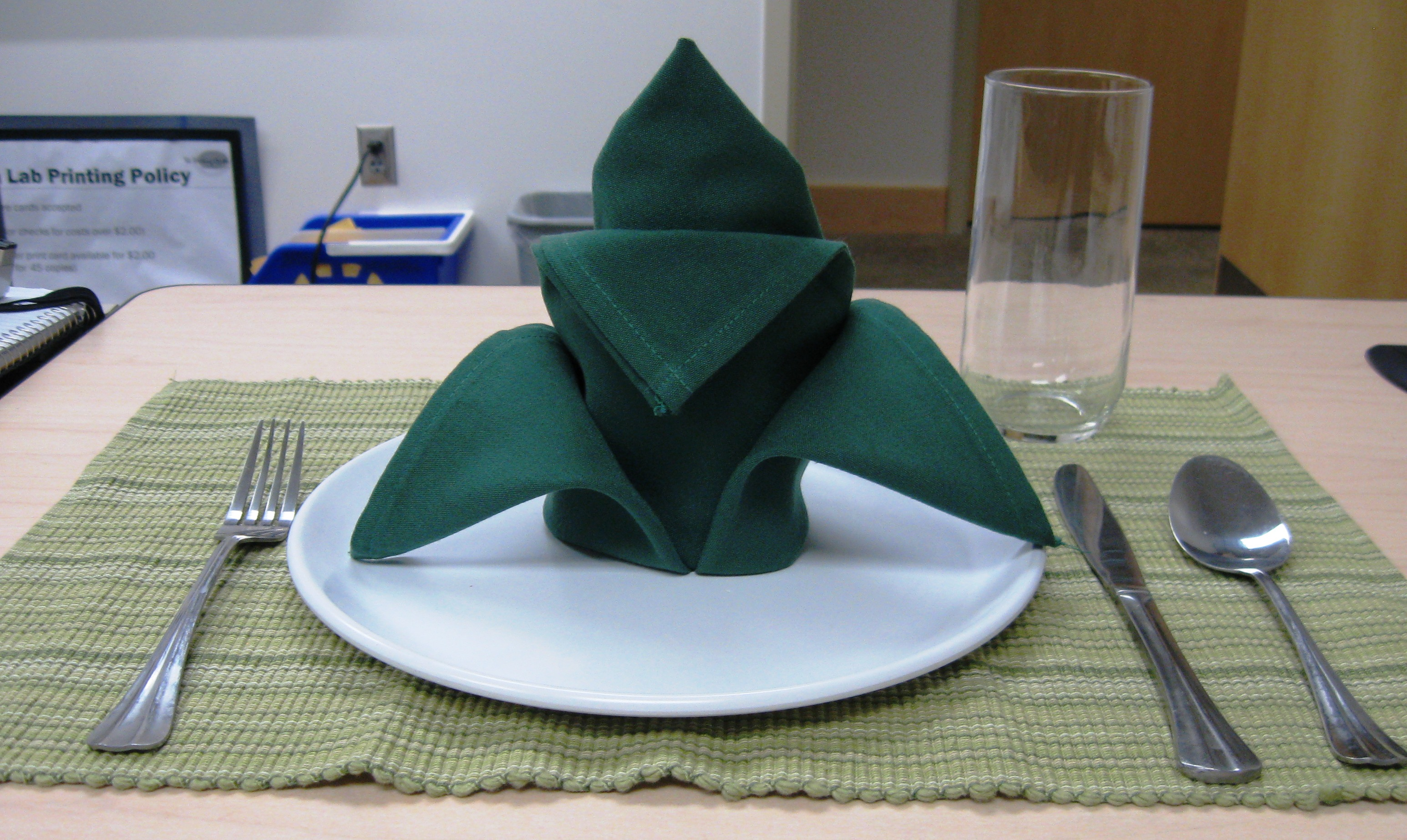 How To Fold A Cloth Napkin Crown Fold 7 Steps With Pictures Instructables