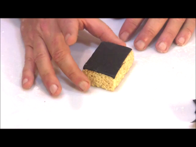 Cover the Lid in Fondant