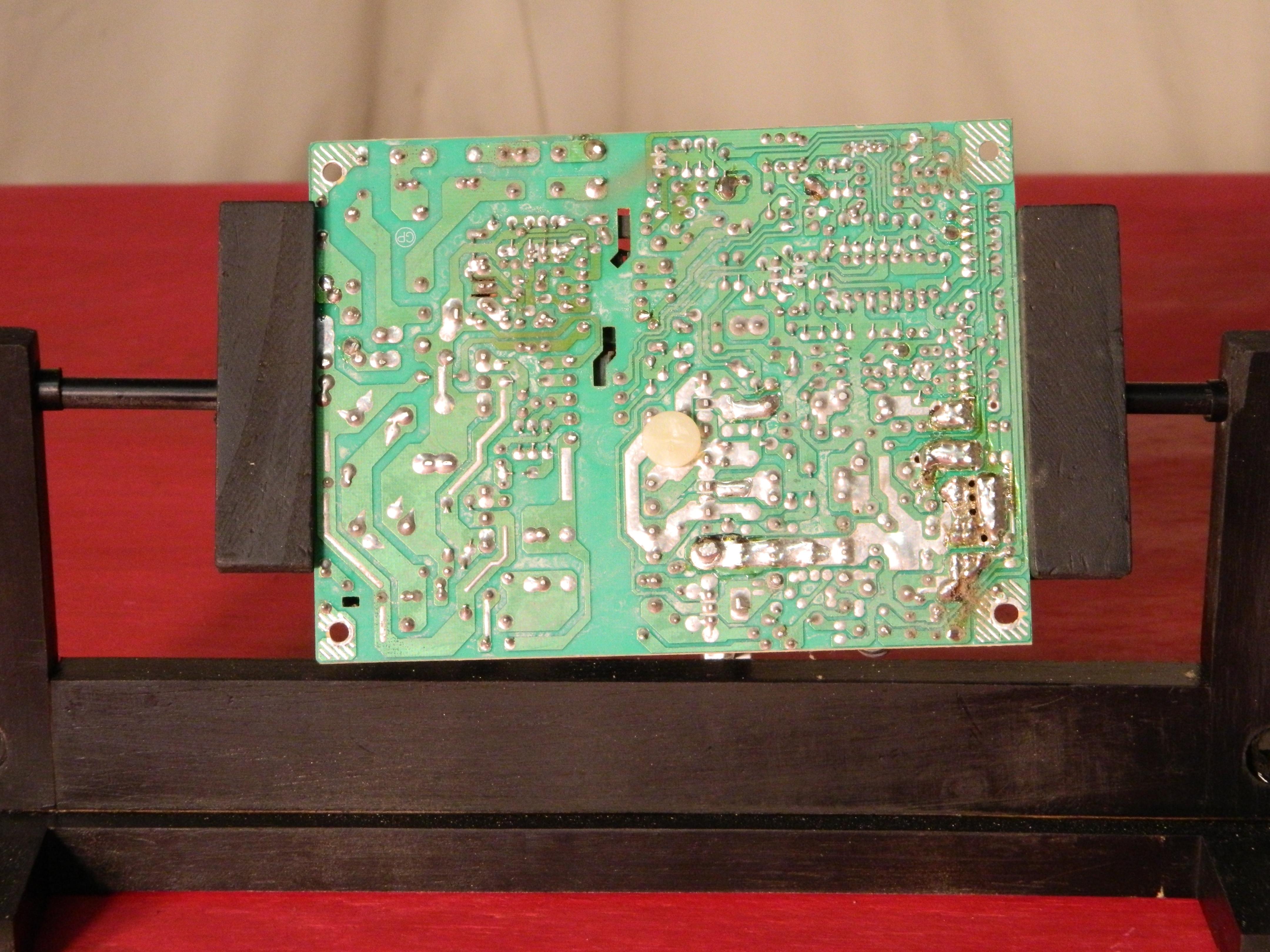 DIY PCB Holder / Solder Stand