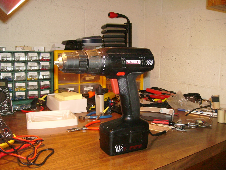 Convertir Un Taladro Inalámbrico Para Que Funcione Con Un Generador De Emergencia Con Corriente Directa