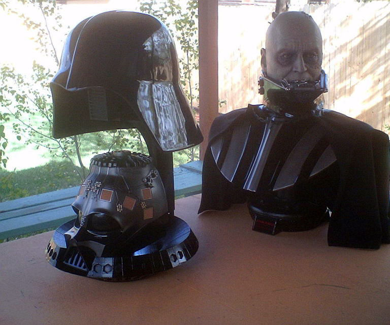 Sideshow Collectibles Darth Vader Helmet Stand