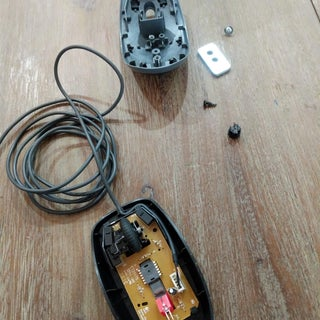 Add a Rapid-fire Button to Your Mouse Using a 555 Timer