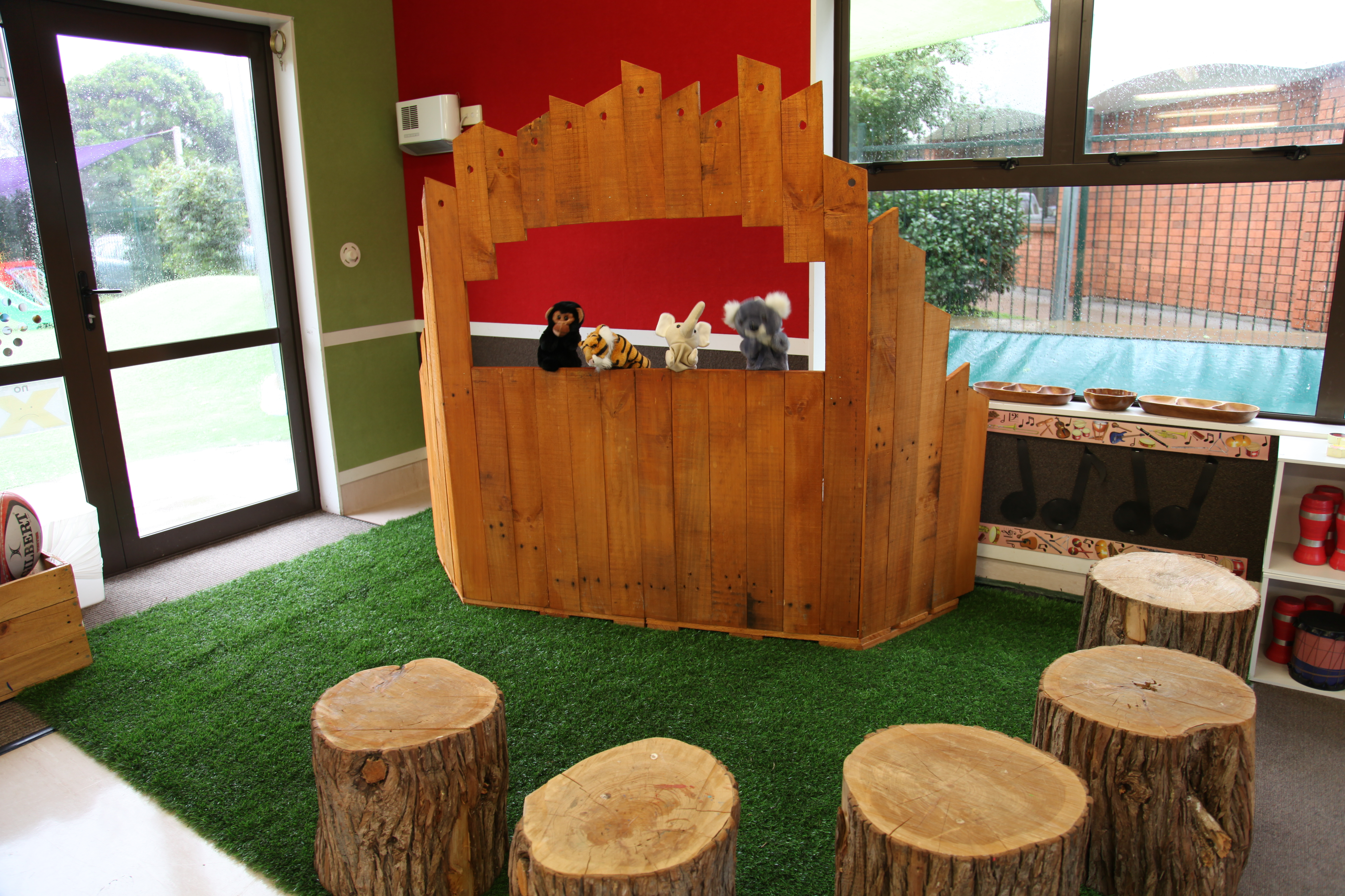 Puppet theatre made from recycled pallet