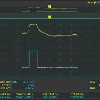 (top trace) clean left-wink ... (bottom trace)  comparator output .JPG