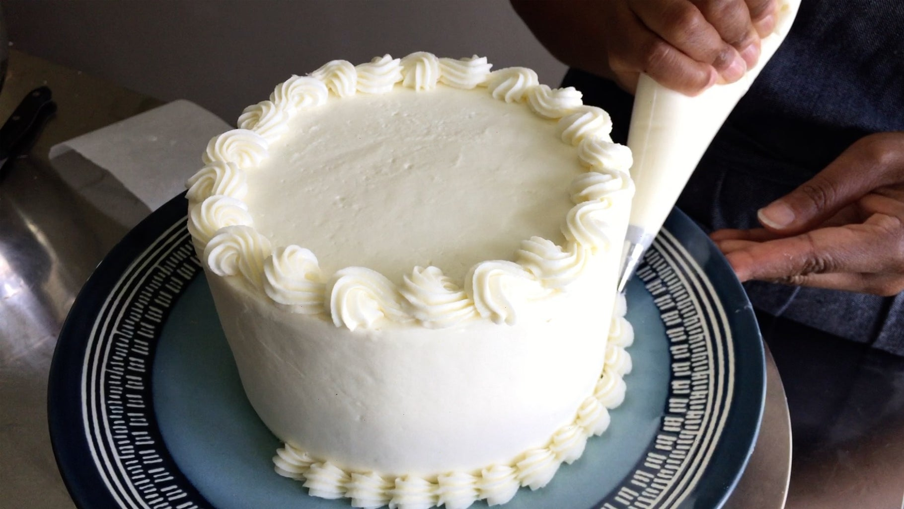 Step 11: Pipe the Bottom Border Onto the Cake