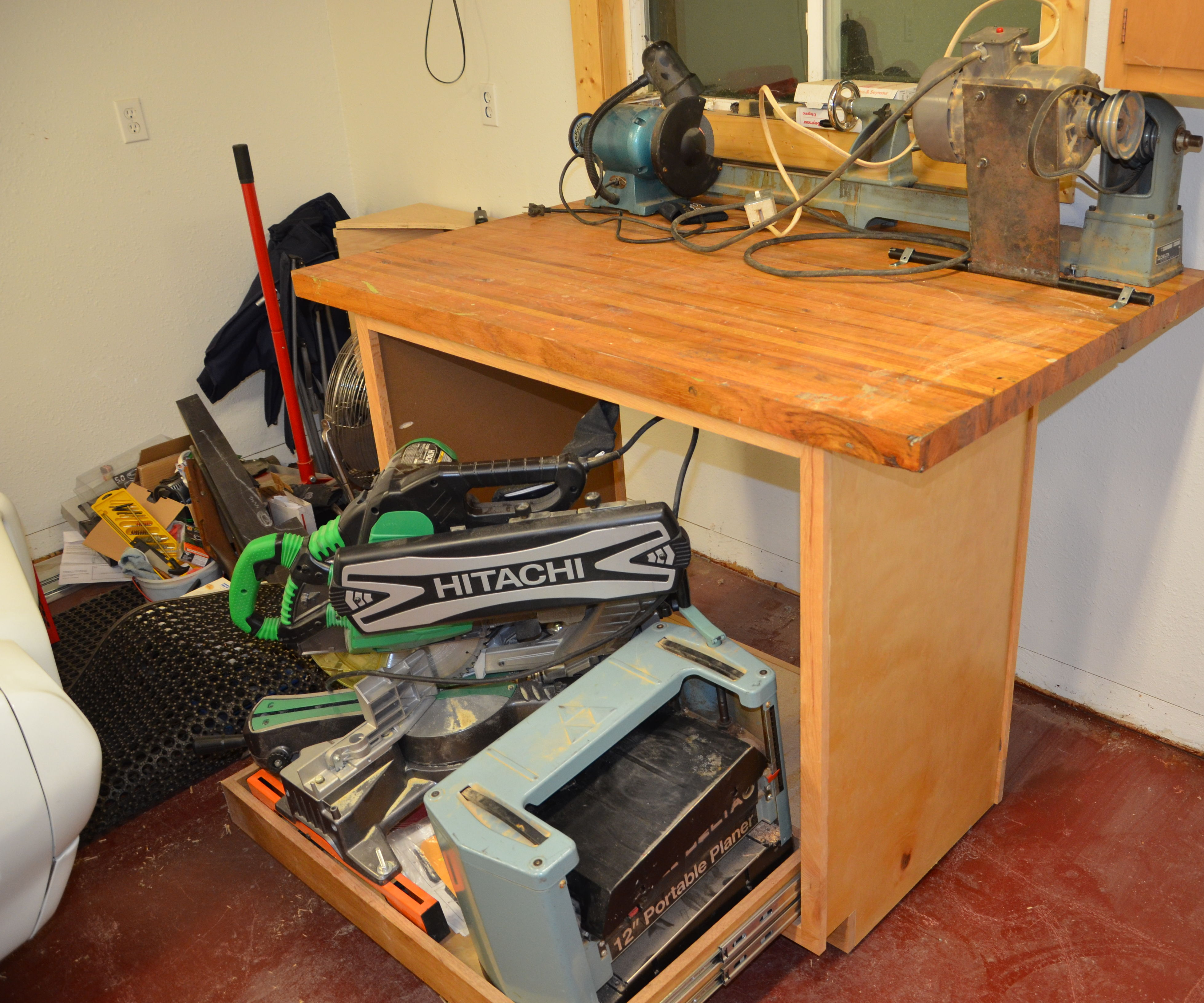Rolling Workstation for small workspaces
