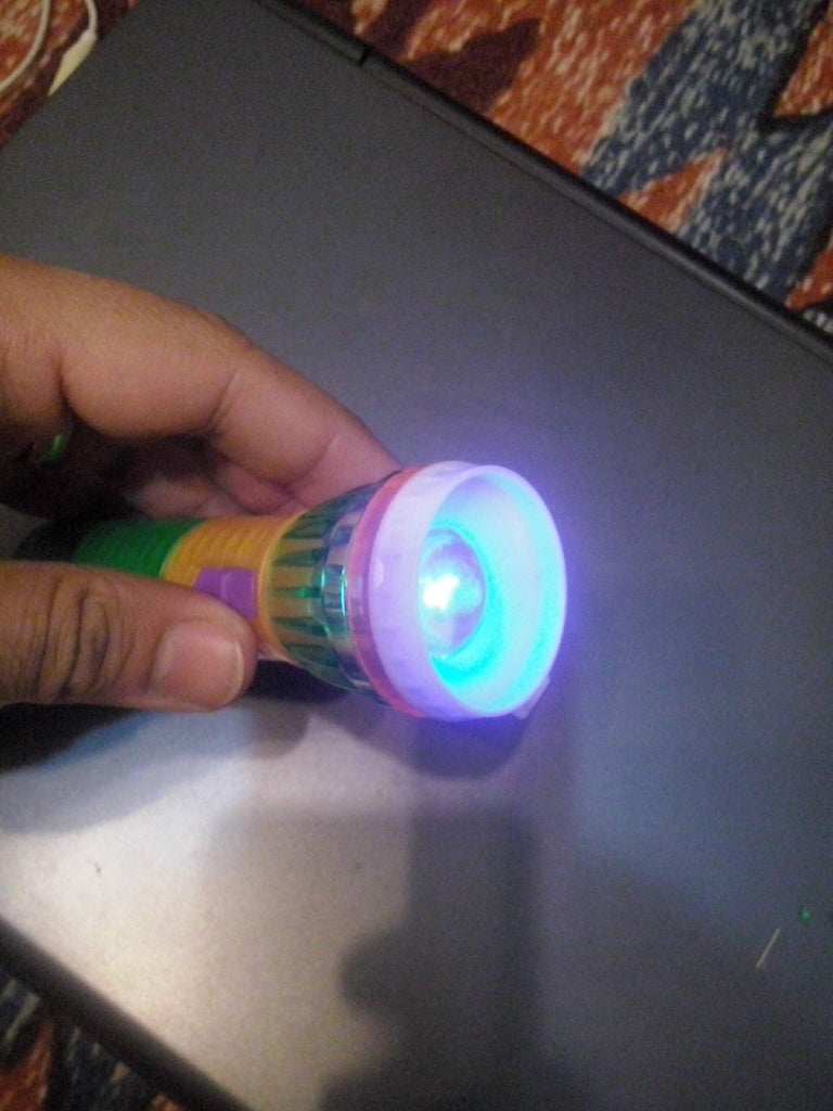 Simple Counterfeit Money Detector - UV Black Light Lamp < 2$