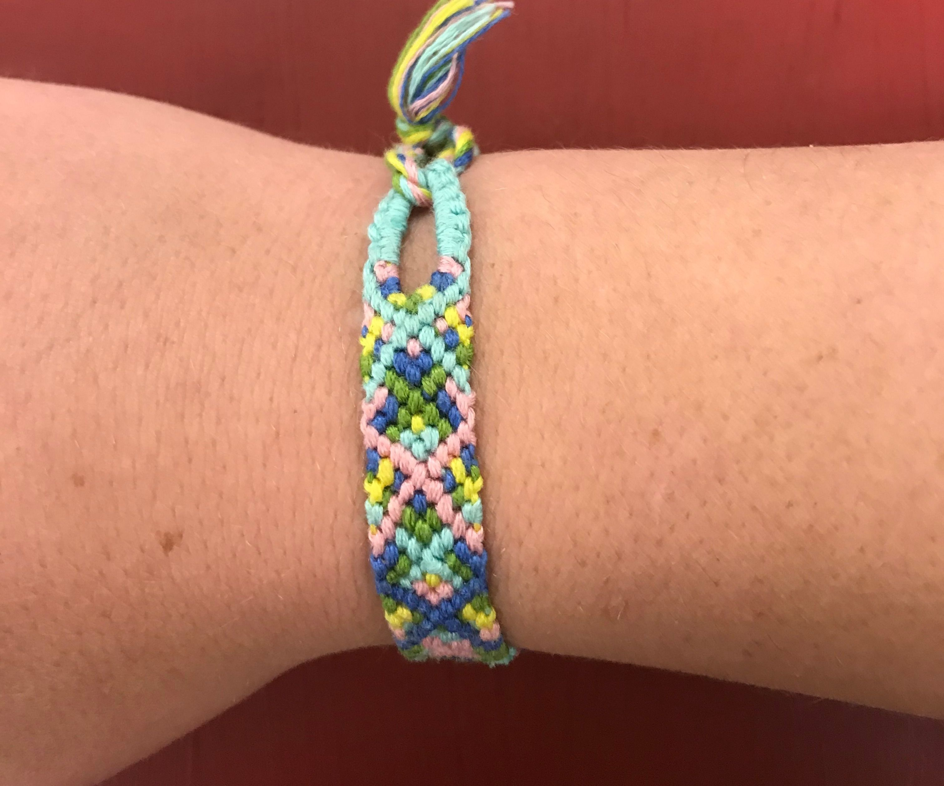 Friendship Bracelet With Teardrop Loop And Triangle Ending 7 Steps Instructables