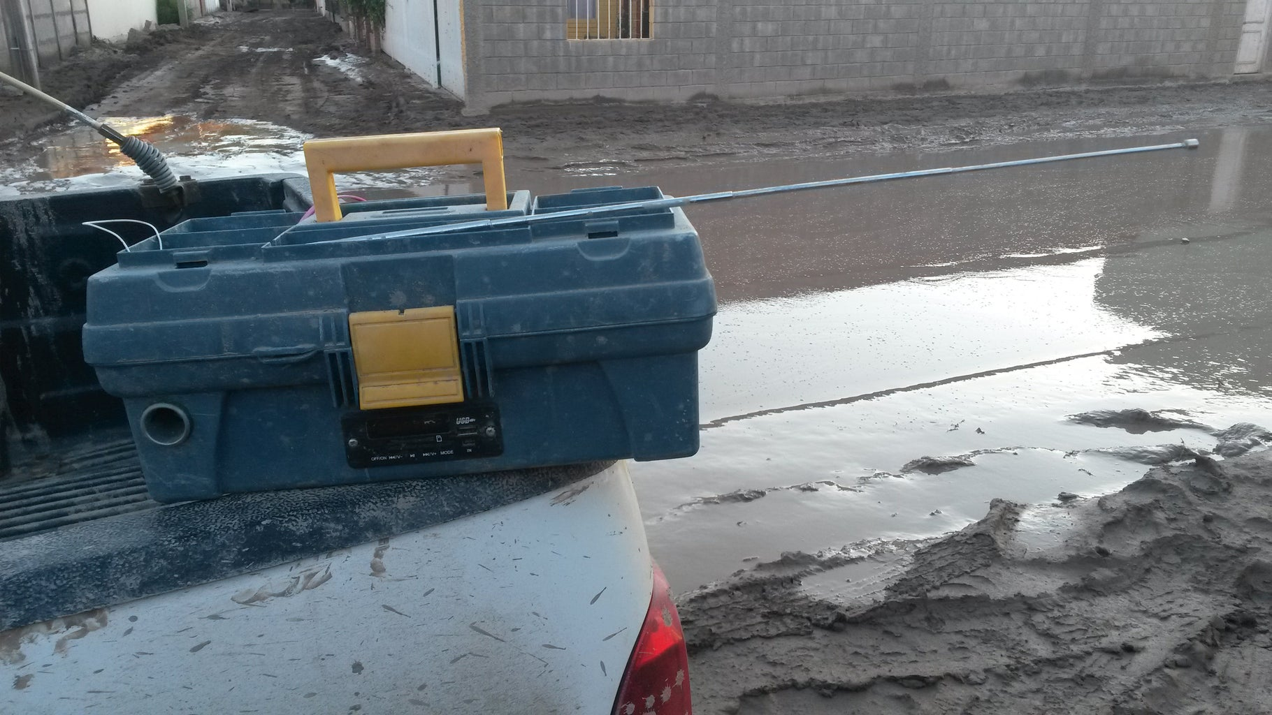 Emergency Power Bank - DIY Toolbox Solar: Radio+ Charger+ Light for Emergency!