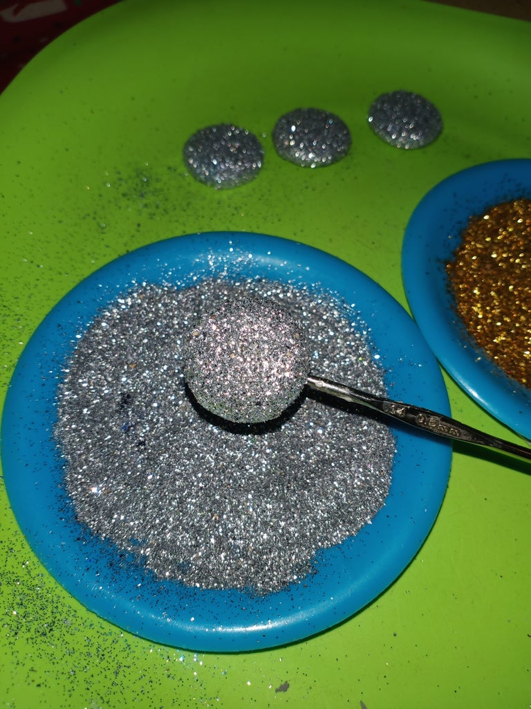 Paste Glitter in Buttons: