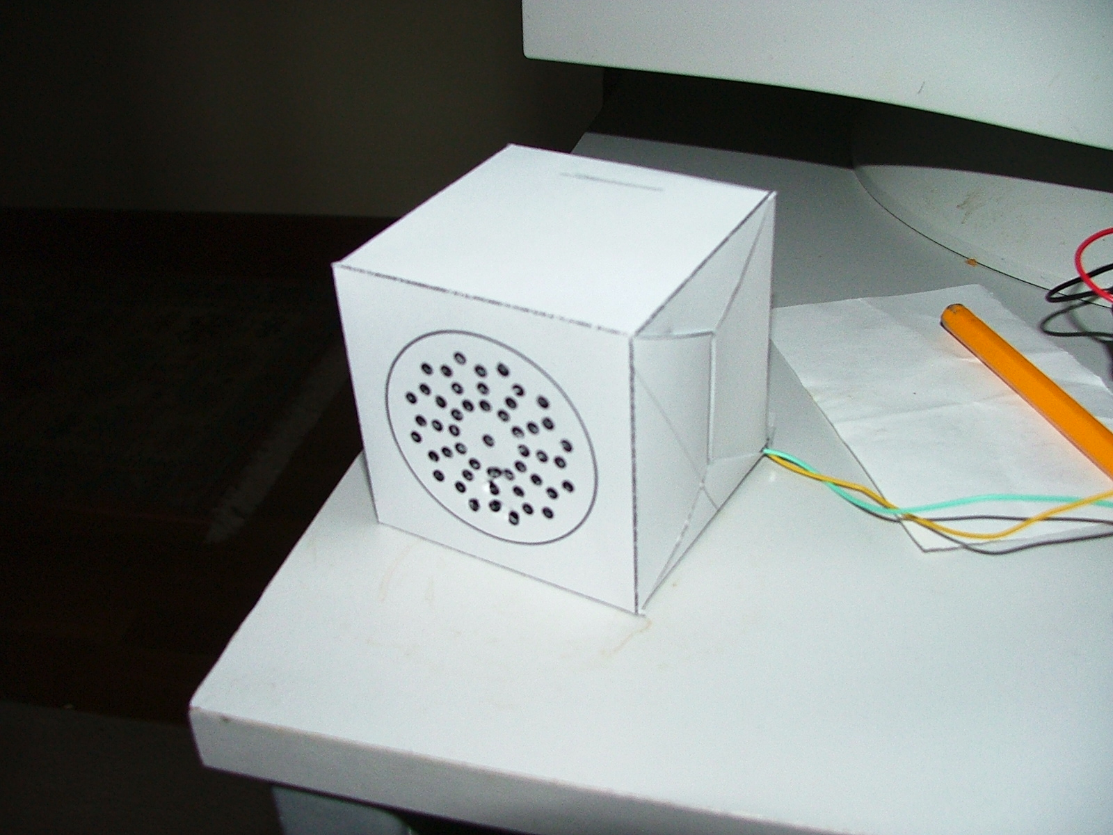 Folding speaker enclosures