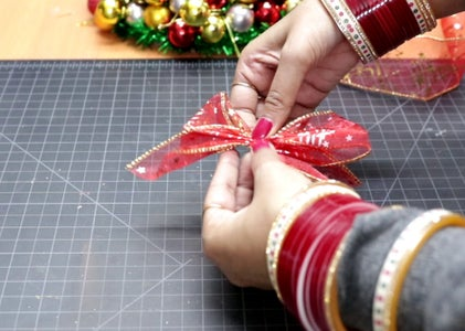 Christmas Bow Making Step-2