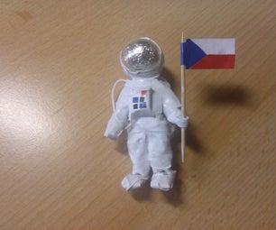 使用纸和磁带制作宇航员