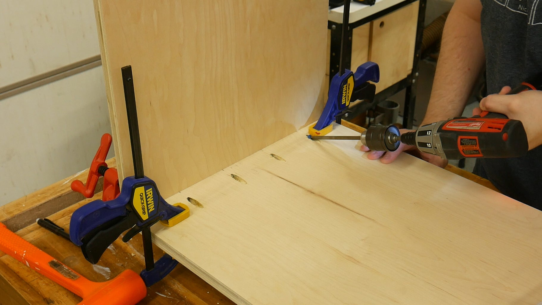Drill Pocket Hole Joinery for the Legs