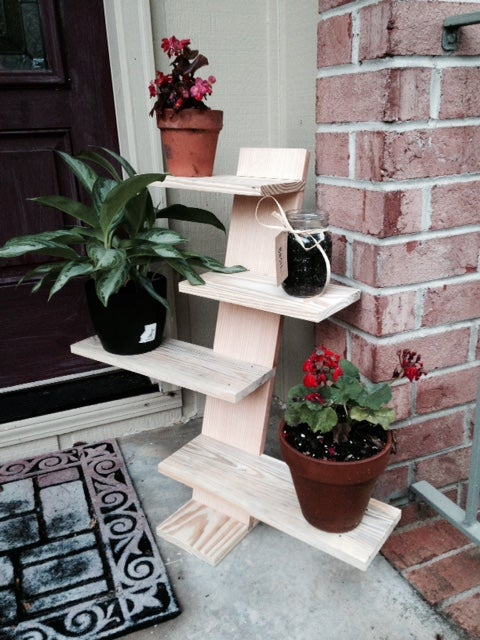 Pallet Plant Stand from Instructabels