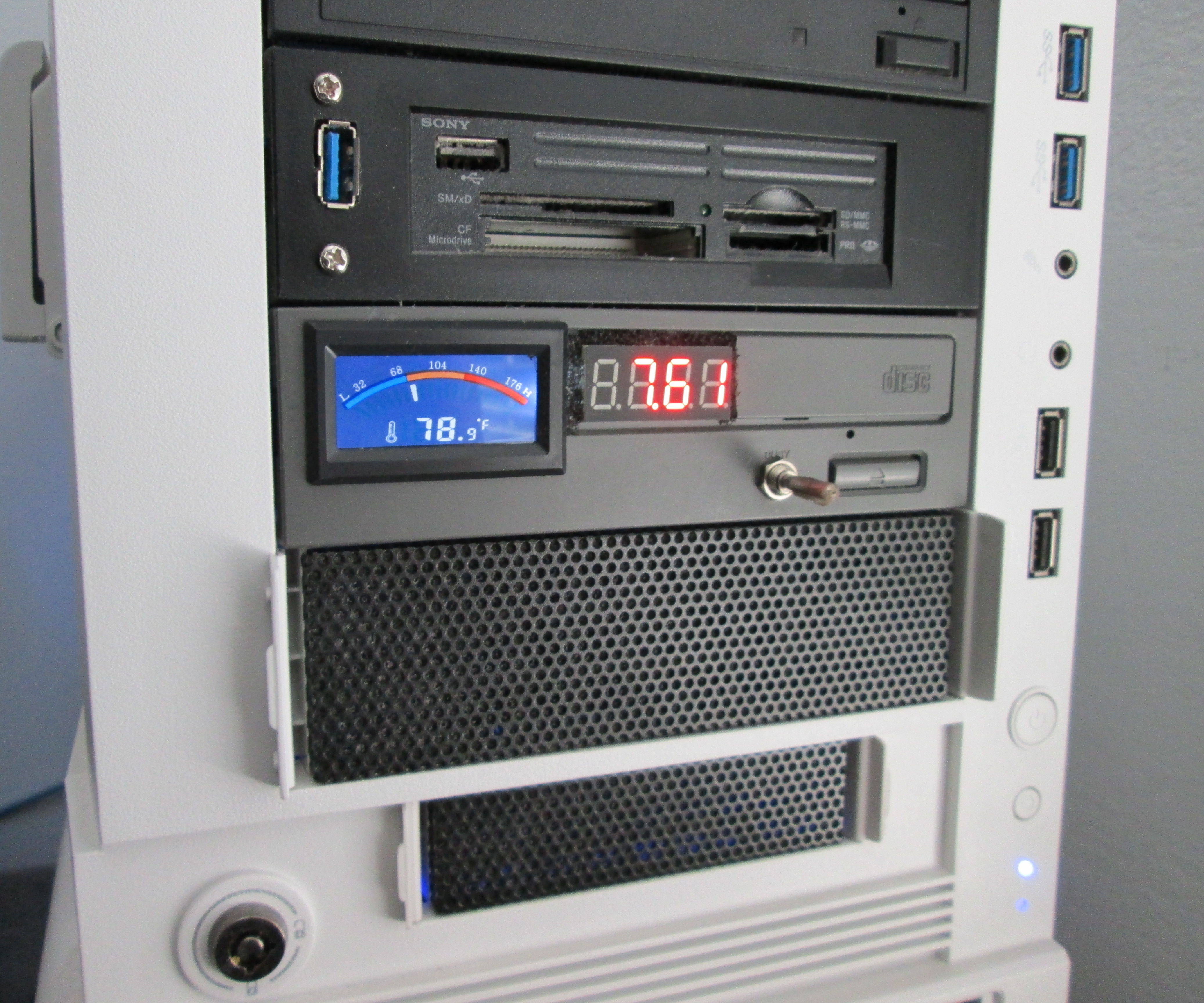 Fan Controller with Voltage and Temperature Readout