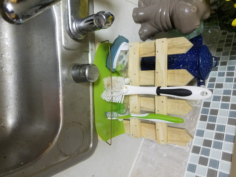 Picket Fence Sink Scrub Brush Holder