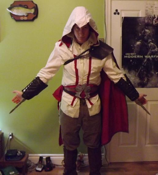 How to make Ezio's Costume (Fixed)