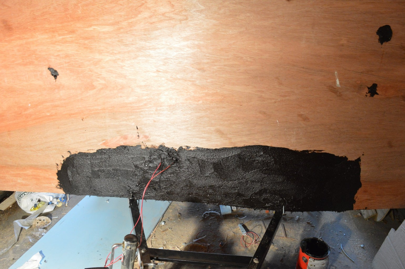 Putting on the External Roof, Sealing With Tar