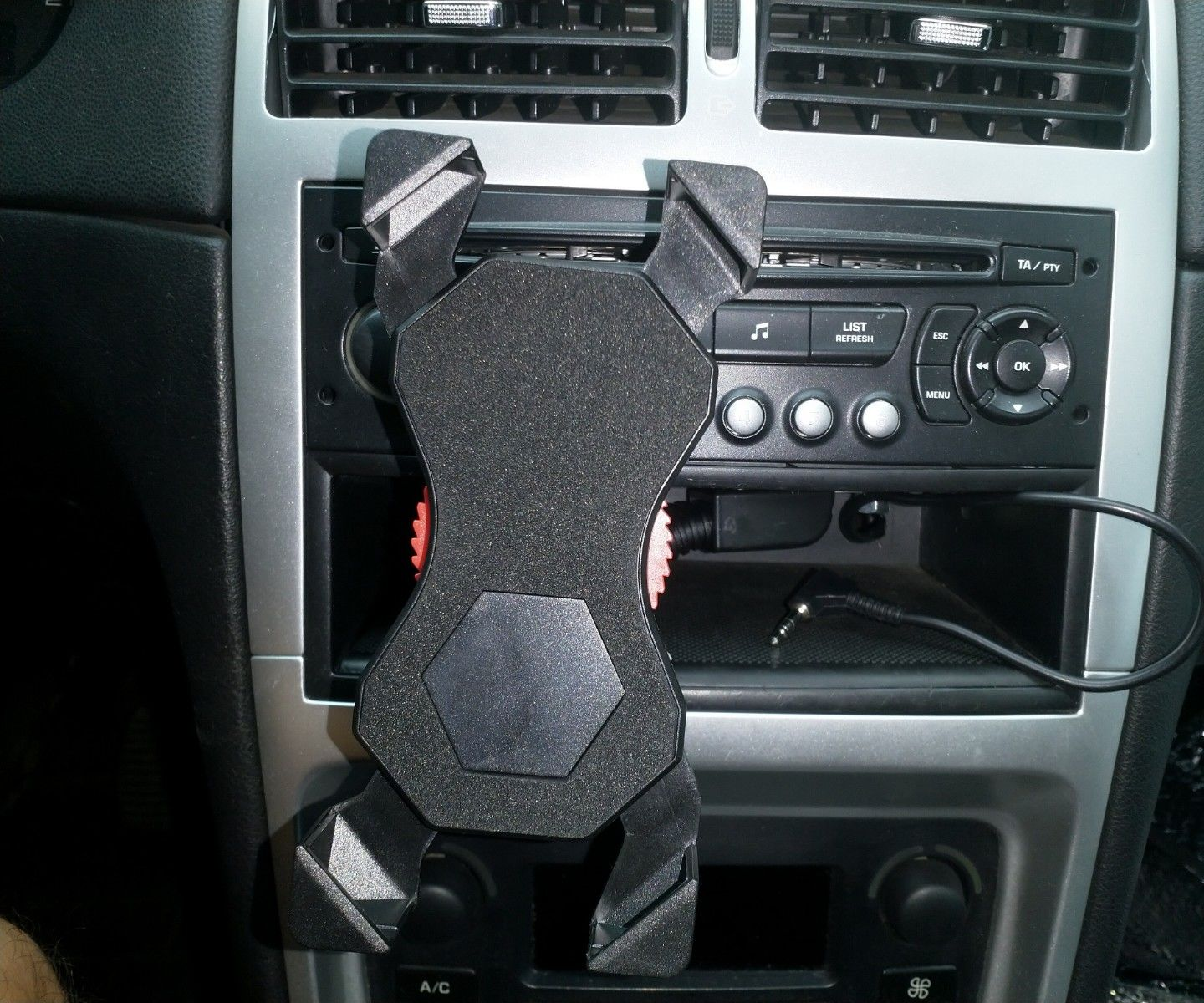 How to Fix a Smartphone Holder in Your Car