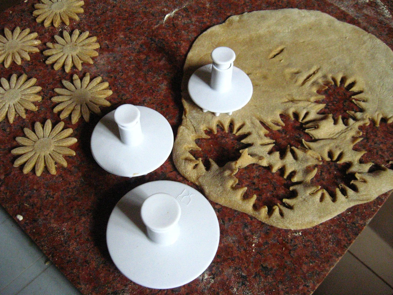 Make Medium and Small Sized Flower Shaped Pasta